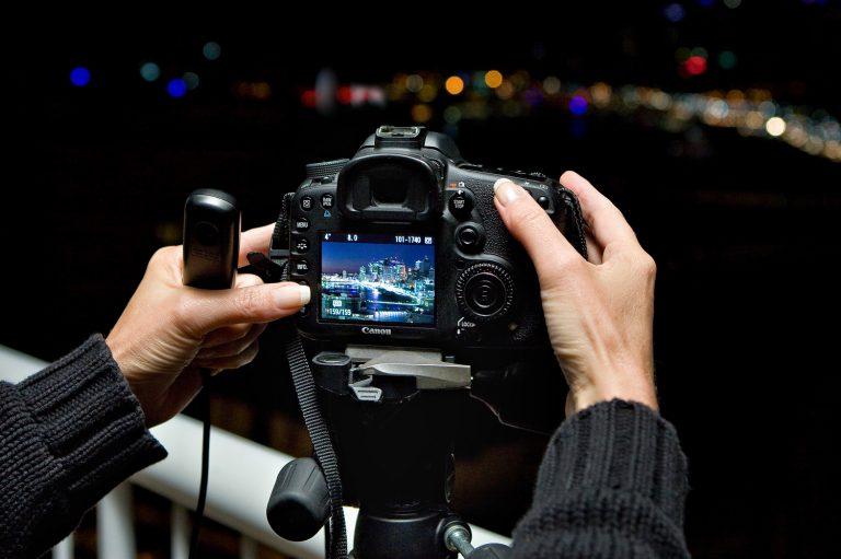 brisbane-photographer-camera-training-hands-